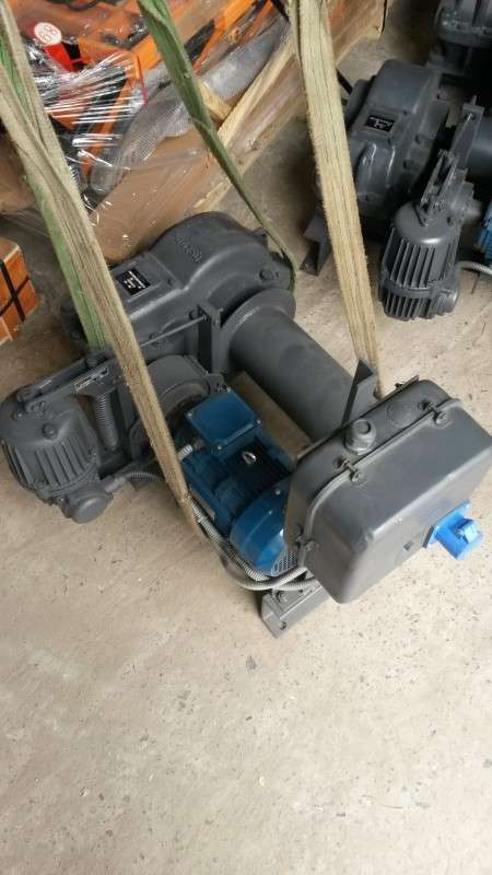 купить российскую промышленную электролебедку 350 кг 380В